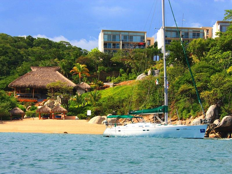 Cosmo beach and yacht
