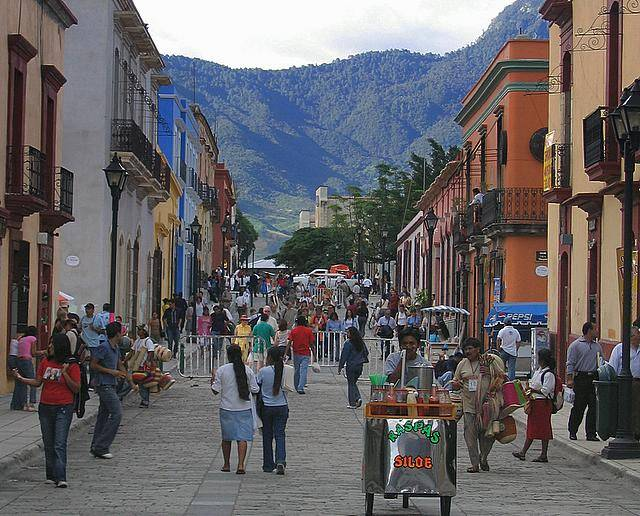 Oaxaca accommodations downtown suburbs or village for Oaxaca to mexico city