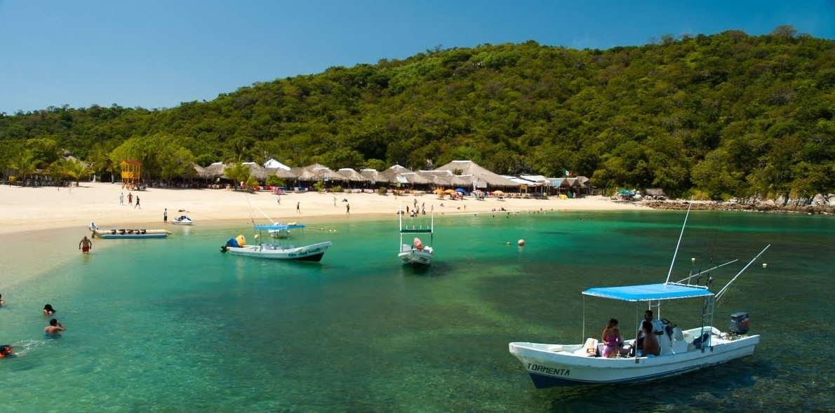 oceanfront condos huatulco snorkel and boats